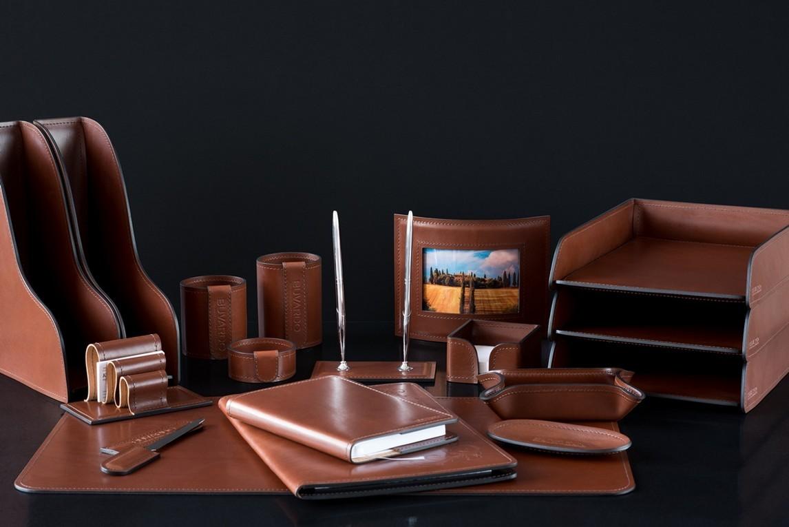 На фото набор на стол руководителя 71219 18 предметов кожа LUX Full Grain цвет