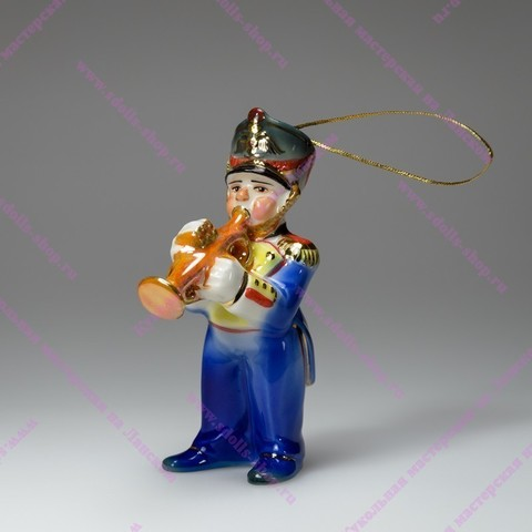 Музыкант с трубой - фарфоровая игрушка