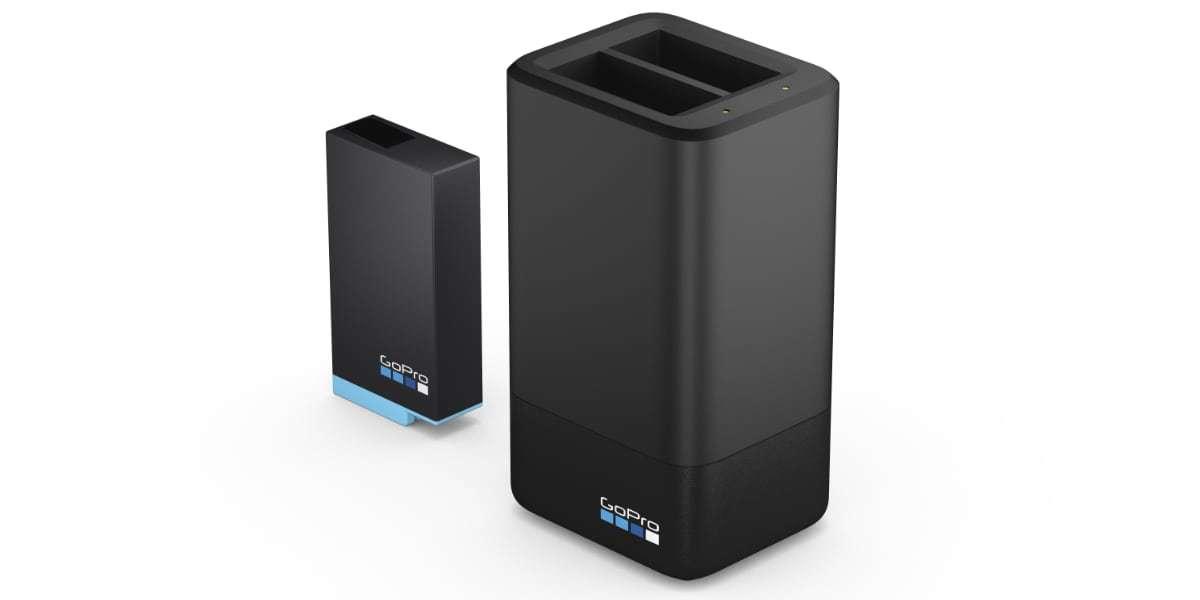 Зарядное устройство для двух аккумуляторных батарей GoPro MAX Dual Battery Charger + Battery (ACDBD-001-EU)
