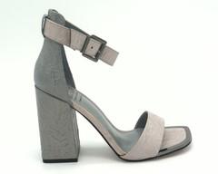 Кожаные босоножки на высоком устойчивом каблуке.