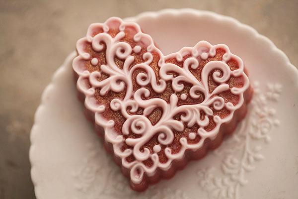 Мыло ручной работы в форме сердца. Пластиковая форма