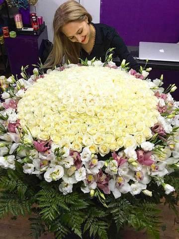 VIP композиция в корзине из роз и орхидей