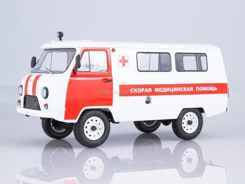 UAZ-3962 Ambulance 1:18 Start Scale Models (SSM)