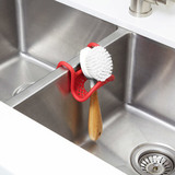 Органайзер-держатель на кран для губки в раковину на кухню SLING красный Umbra 1004294-505 | Купить в Москве, СПб и с доставкой по всей России | Интернет магазин www.Kitchen-Devices.ru