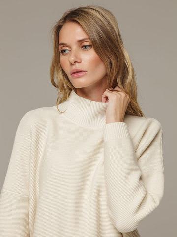 Женский белый джемпер свободного кроя из шерсти и кашемира - фото 2