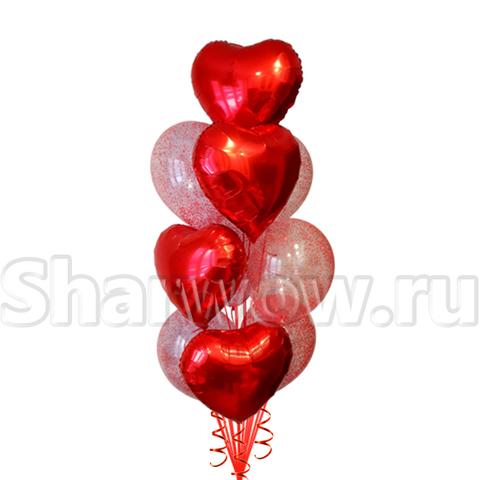 Фонтан из фольгированных красных сердец и прозрачных шаров с красными шариками.