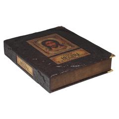Русские иконы в драгоценных окладах (в коробе)