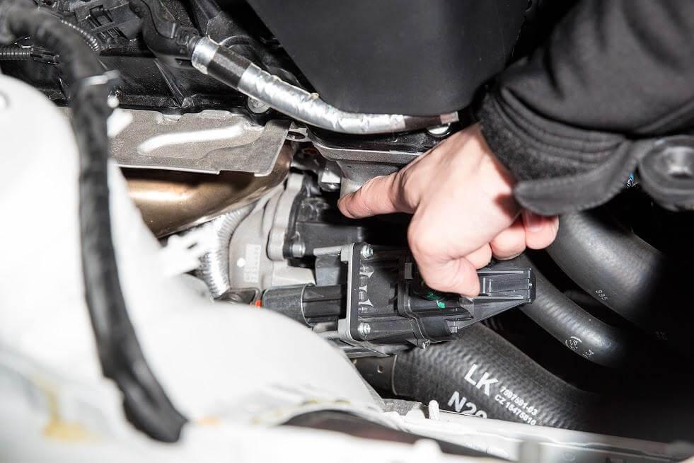 Расположение штатного клапана BMW F10 F20 F30