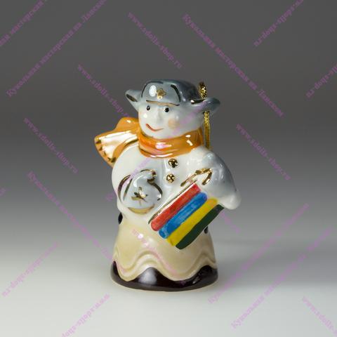 Мальчик на конфетке — фарфоровая елочная игрушка