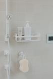 Полочка для ванной и душа настенная на присосках Flex белая Umbra 1004001-660 | Купить в Москве, СПб и с доставкой по всей России | Интернет магазин www.Kitchen-Devices.ru
