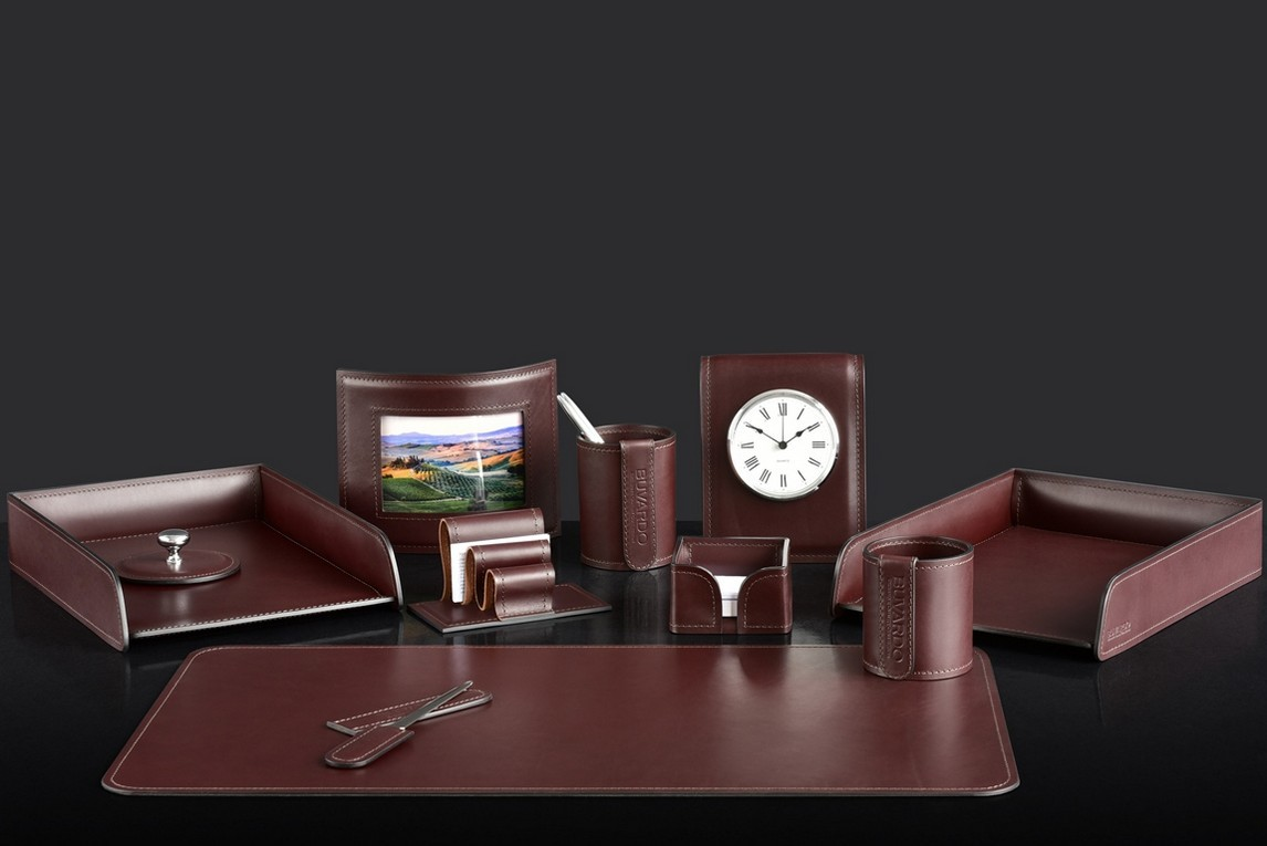 На фото набор на стол руководителя 72917 11 предметов кожа LUX Full Grain цвет