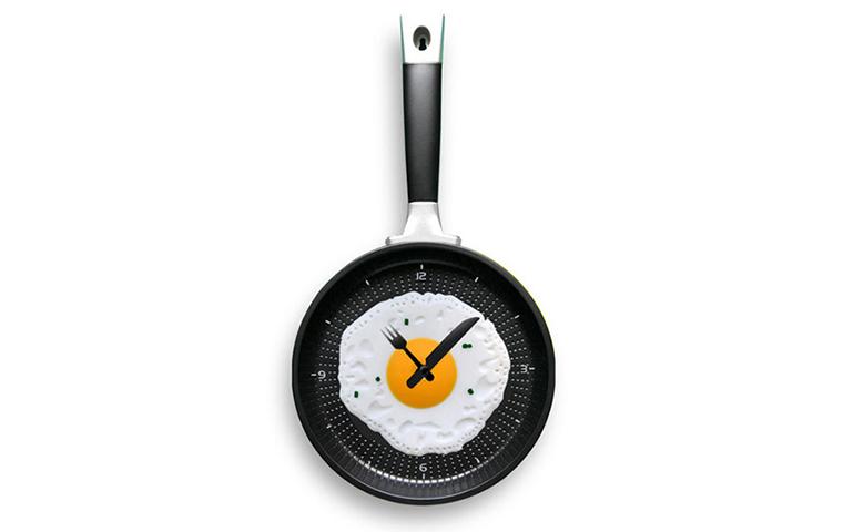 Часы - сковородка с яичницей