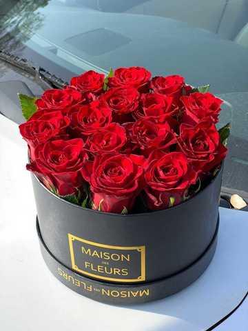 15 красных роз в коробке Maison Des Fleurs