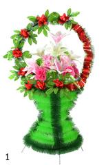 Корзина украшенная цветами лилий, роз с лентой