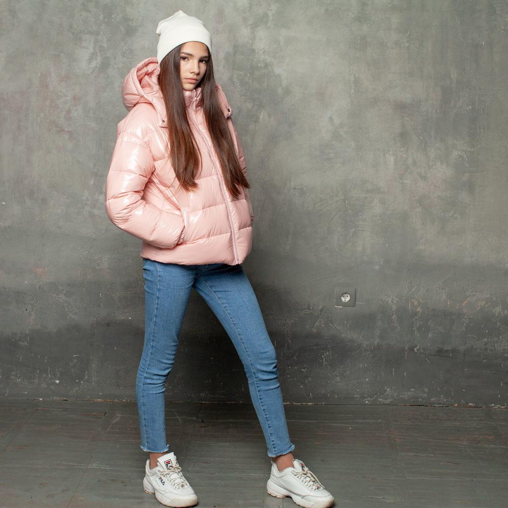 Демисезонная розовая куртка на подростка из лаковой плащевки