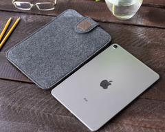 Темный чехол на липучке для iPad