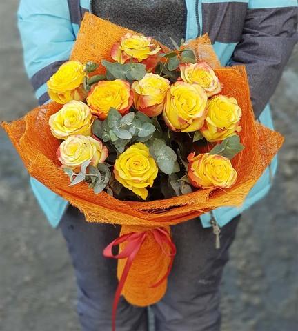 Букет из 11 роз с зеленью 5