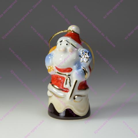 Дед Мороз на конфетке — фарфоровая елочная игрушка