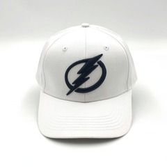 Кепка с вышитым логотипом Тампа-Бэй Лайтнинг (Бейсболка Tampa Bay Lightning) белая