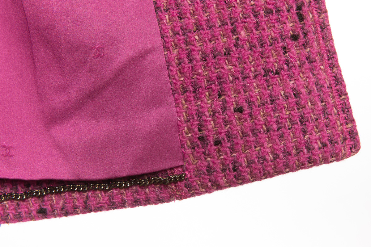 Розовый удлиненный твидовый пиджак от Chanel, 44 размер
