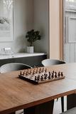 Шахматы подарочные эксклюзивные, оригинальный шахматный набор Wobble Umbra 377601-656 | Купить в Москве, СПб и с доставкой по всей России | Интернет магазин www.Kitchen-Devices.ru