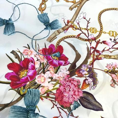 Ткань шелк матовый с эластаном белый с цветами и ремнями 1085