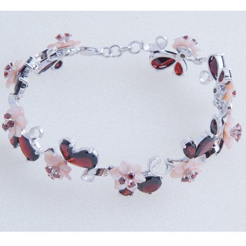 Браслет из серебра с цветами из розового перламутра и гранатом Арт.4062рпг