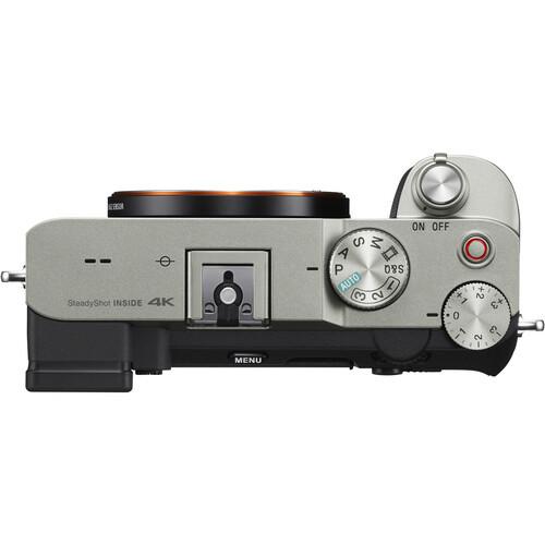 Верхняя часть фотокамеры Sony A7C/S серебристого цвета