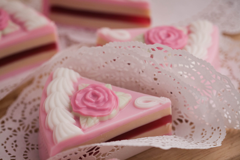 Мыло Торт с розами. Форма пластиковая