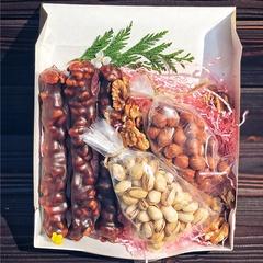 Подарочный набор с чурчхелой и орехами, 570 г