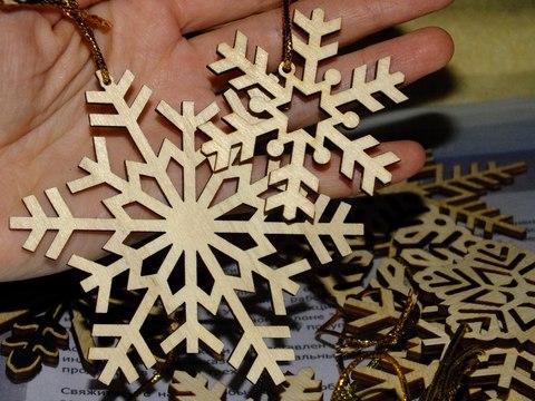 42 снежинки из дерева. Комплект