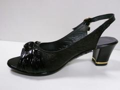 Женские босоножки на среднем каблуке. Черные босоножки из натуральной кожи 2680
