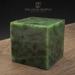 Зелёный нефрит качества модэ с средним крапом. Образец №8