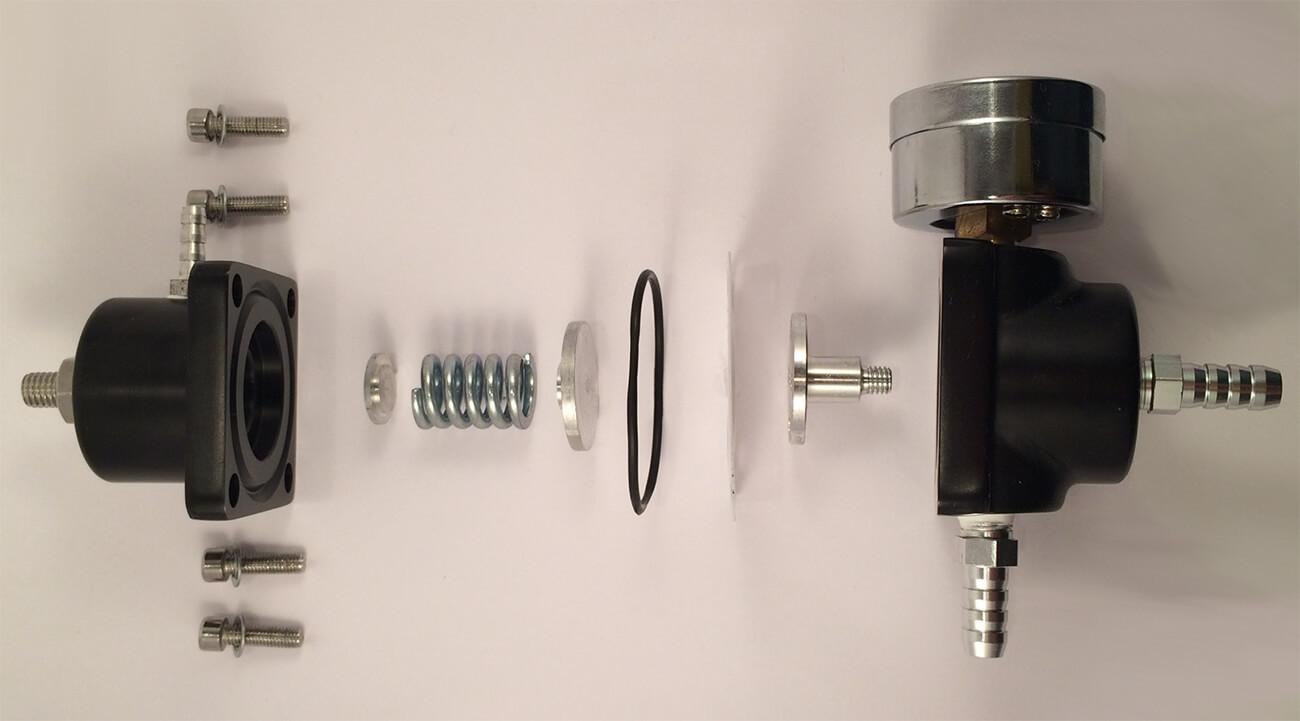 Разобранный регулятор давления топлива универсальный