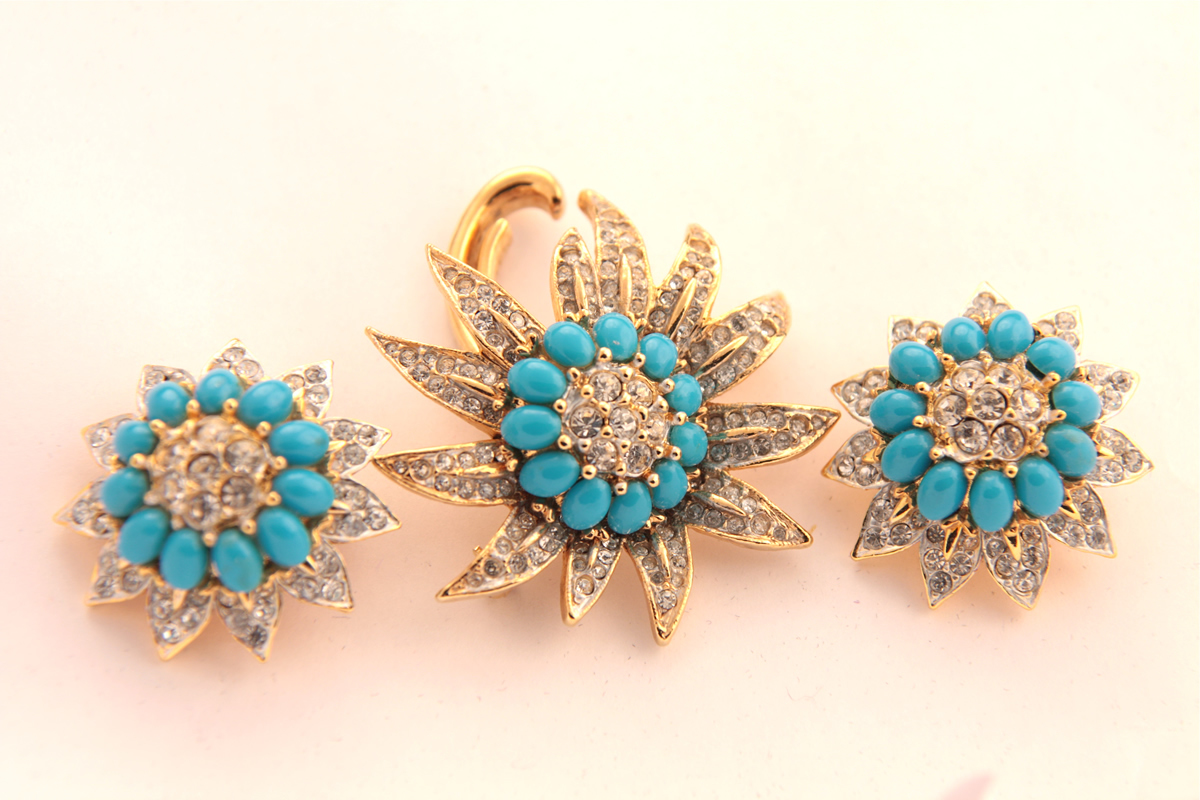 Boucher brooch and clips with turquoise and crystals