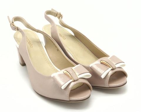 Розовые босоножки на среднем каблуке