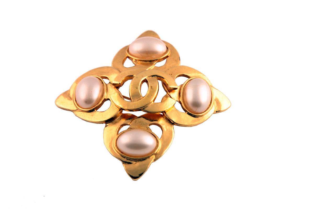 """Красивая брошь """"Мальтийский крест"""" от Chanel"""