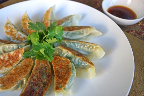 https://static-ru.insales.ru/images/products/1/7304/19397768/gyoza_with_shrimps.jpg