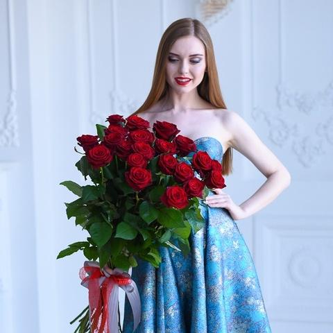 Букет 21 красная роза  Red Naomi 70см