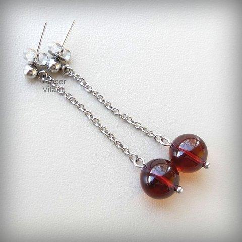 серьги-гвоздики с янтарём на цепочке