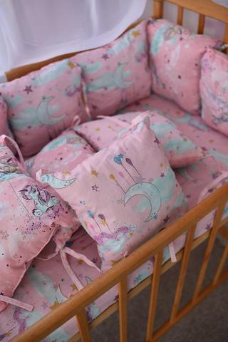Защита со съемными наволочками в кроватку от комплекта Bravo 12 шт 3-03-1 Розовые тучки + единорог