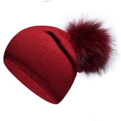 Вязаная женская шапка с натуральным помпоном, ангора (красная)