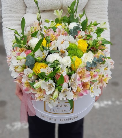 Коробка белая с микс цветами 10