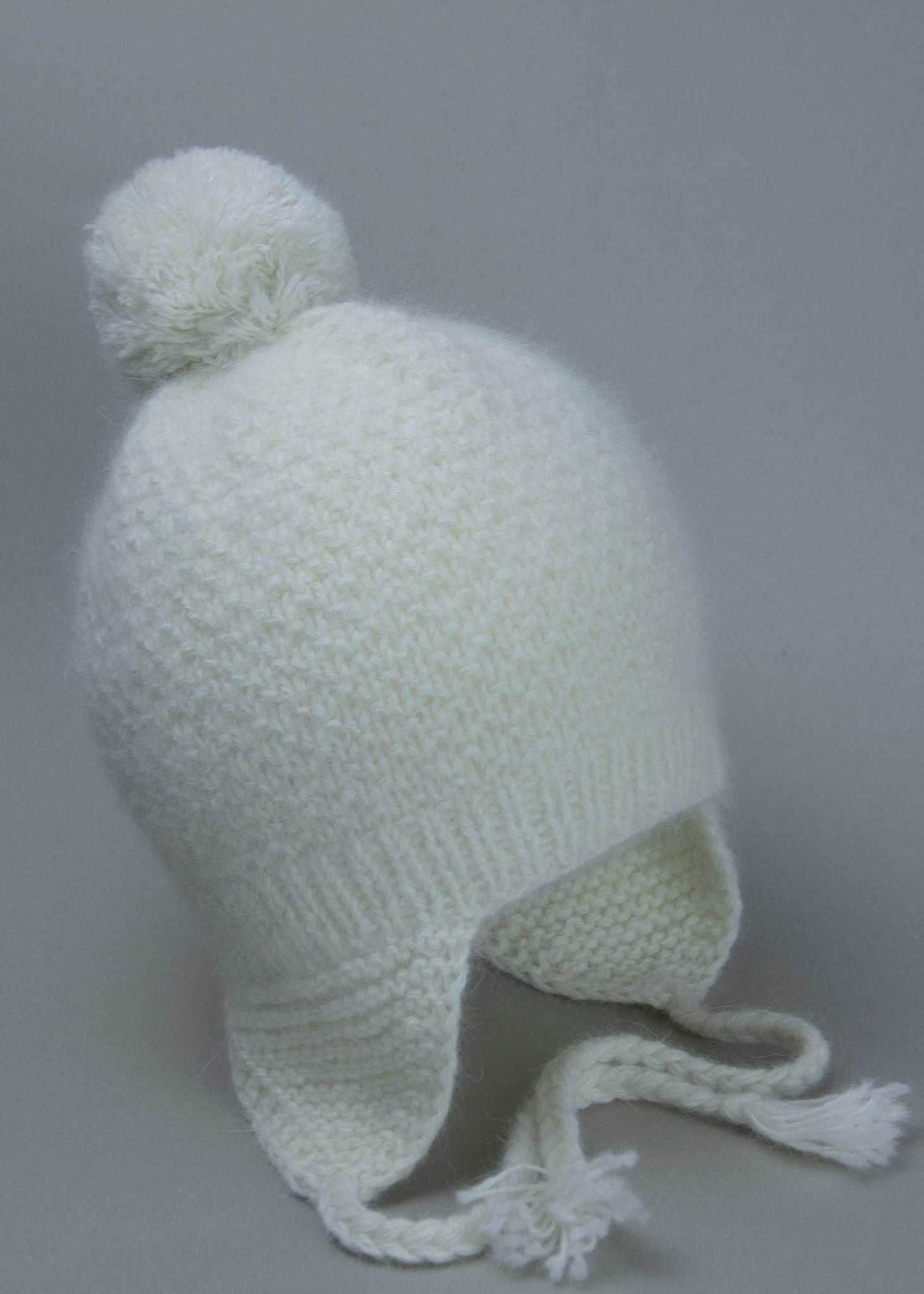 Белая детская шапка из ангоры