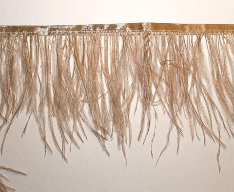 Тесьма  из перьев страуса h 10-15 см., бежевый(52)