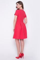 <p>Не платье, а сказка! Сочные цвета не оставят равнодушными никого! Приталенный силуэт, рукав короткий, юбка в складку, ворот карэ, по спинке замок. Отличный вариант для летних деньков. (Длины: 44-46= 91см; 48-50= 96см)</p>