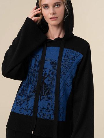 Женский джемпер черного цвета с принтом и капюшоном - фото 4