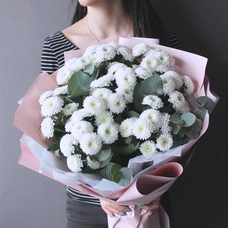 Купить нежный букет 9 помпон белых кустовых хризантем Коконат в Перми