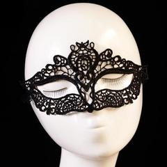 Чёрная маска с прорезями для глаз