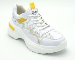 Белые кожаные кроссовки на высокой платформе